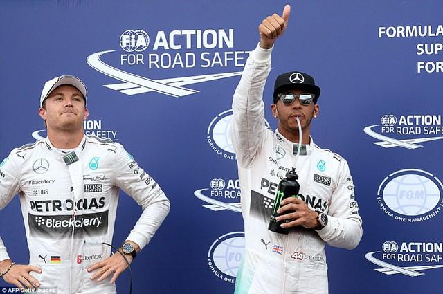 Lewis Hamilton vượt mặt người đồng đội Nico Rosberg để giành Pole