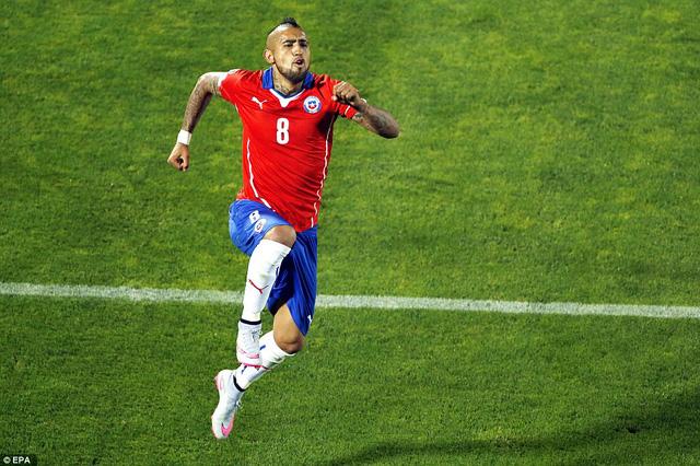 Arturo Vidal mở tỷ số cho Chile từ chấm phạt đền