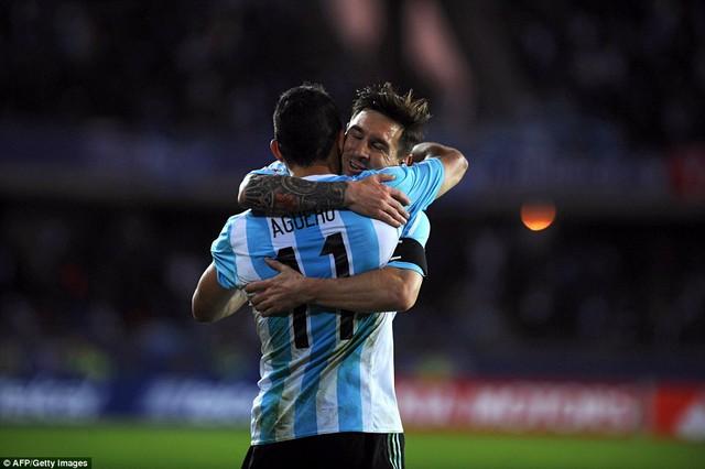 Dẫn trước 2-0 với các bàn thắng của Messi và Aguero, song Argentina vẫn chỉ có một kết quả hòa