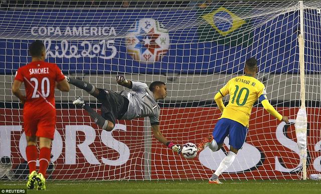 Neymar gỡ hòa cho Brazil sau một pha đánh đầu đẹp mắt