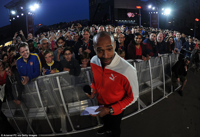 Huyền thoại Thierry Henry làm MC