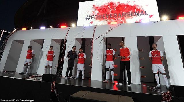 Buổi lê ra mắt áo đấu của Arsenal