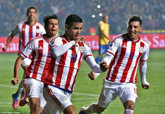 Niềm vui của các cầu thủ Paraguay