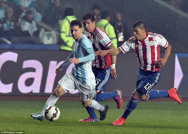 Không ghi bàn song Messi vẫn là linh hồn trong chiến thắng của Argentina