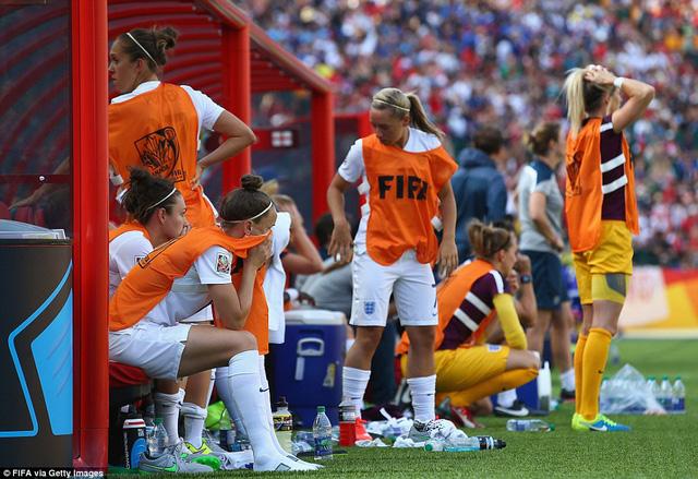 Nỗi buồn của các nữ tuyển thủ Anh trên băng ghế dự bị