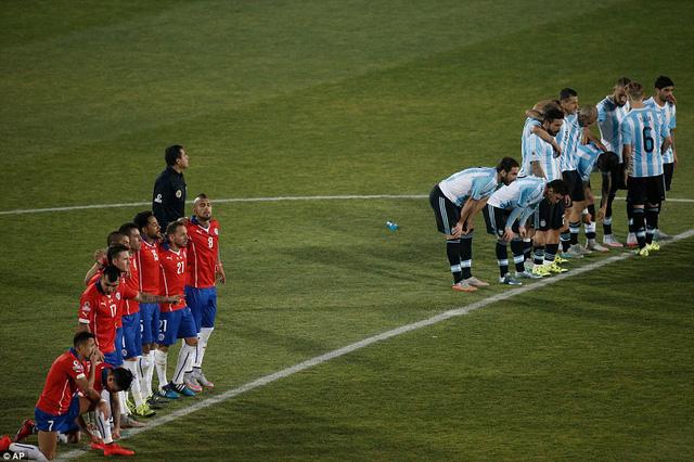 Bất phân thắng bại, Argentina và Chile phải phân định thắng thua trên chấm 11