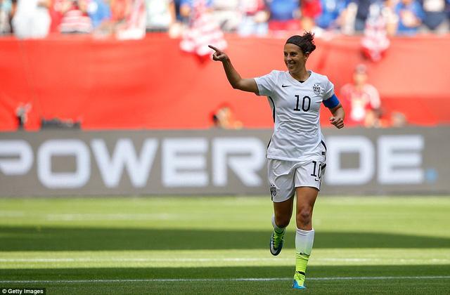 Carli Lloyd là ngôi sao sáng nhất trong chiến thắng của đội tuyển Mỹ với một hattrick