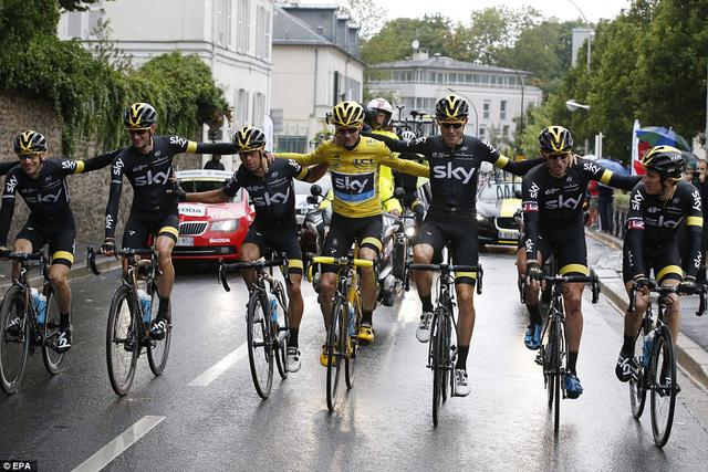 Chris Froome và các đồng đội tại đội đua Team Sky