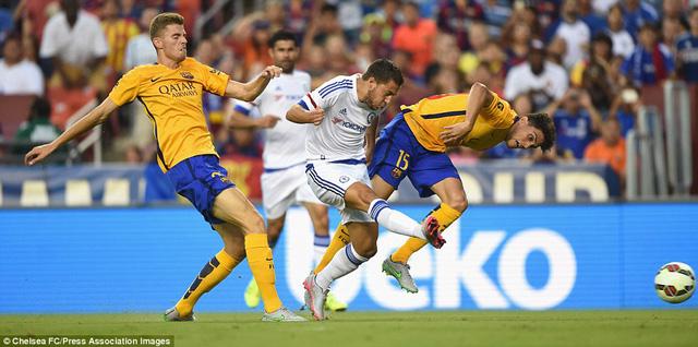 Eden Hazard có một bàn thắng để đời vào lưới Barcelona