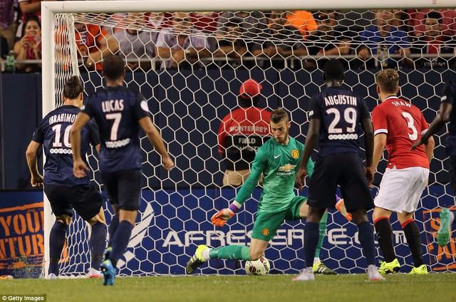 Zlatan Ibrahimovic ấn định chiến thắng 2-0 cho PSG ở phút 34