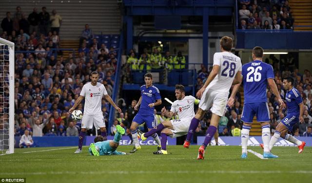 Gonzalo Rodriguez ghi bàn thắng duy nhất cho Fiorentina ở phút 34