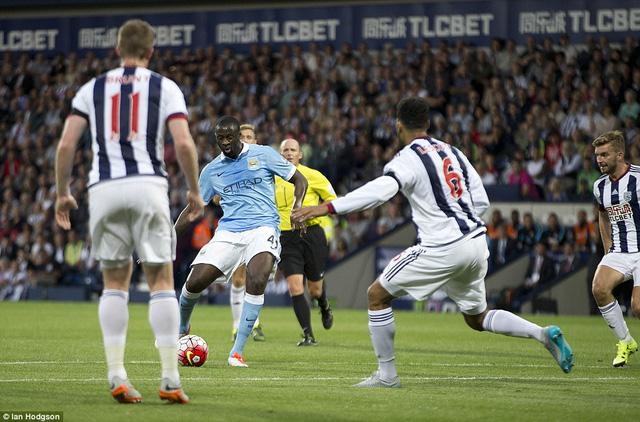 Yaya Toure đóng vai người hùng cho Man City với một cú đúp bàn thắng
