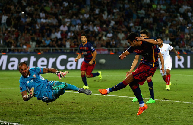 Người hùng Pedro Rodriguez  ấn định chiến thắng 5-4 cho Barcelona