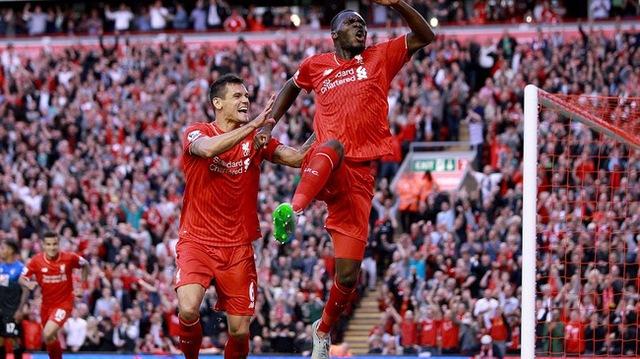 Christian Benteke ghi bàn thắng gây tranh cãi trong chiến thắng của Liverpool trước AFC Bournemouth