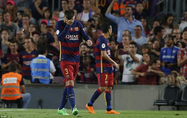 Mọi hy vọng chấm dứt với Barcelona sau chiếc thẻ đỏ của Gerard Pique ở phút 56