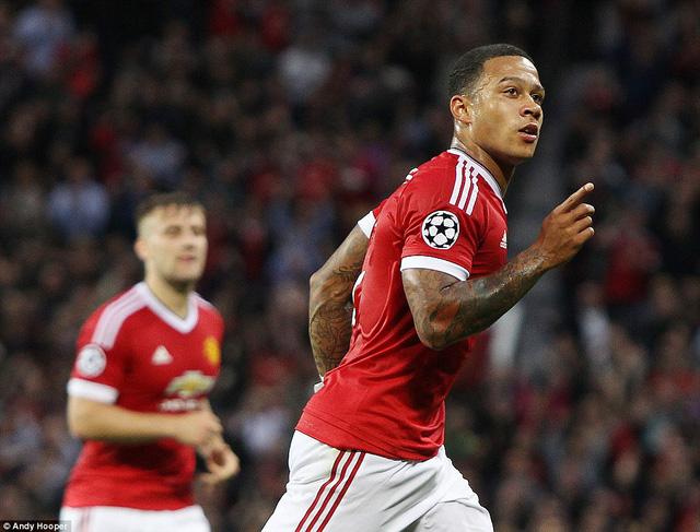 Depay chào hàng Champions League trong màu áo Man Utd bằng 2 pha lập công tuyệt đẹp
