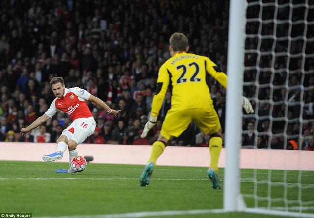 Ramsey với cú khứa lòng đẹp mặt ở phút thứ 71 song đã không thể thắng nối thủ thành Mignolet