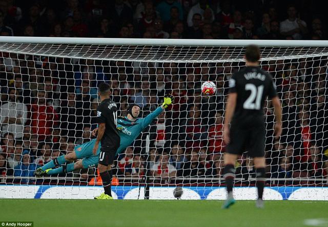 Philippe Coutinho đã 2 lần đánh bại được thủ thành Petr Cech song lại không thể thắng được xà ngang và cột dọc