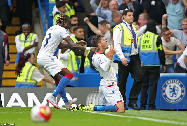 Joel Ward đã khiến Chelsea ngậm trái đắng trong cột mốc lịch sử của Mourinho