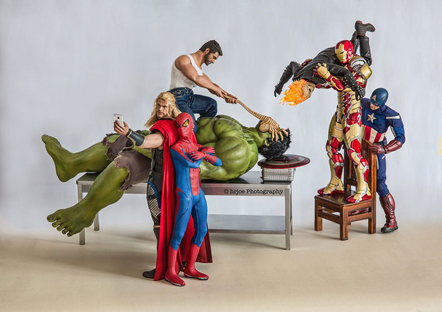 Thor và Spider-Man vẫn ung dung chụp ảnh tự sướng trong khi các siêu anh hùng khác nỗ lực cứu Hulk