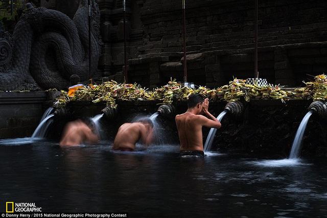 Tác phẩm Purification được nhiếp ảnh gia Donny Herry chụp tại Bali.