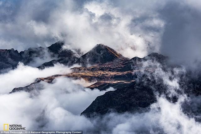 Bức ảnh The Gathering of Clouds của tác giả Piotr Fedorcyzk.