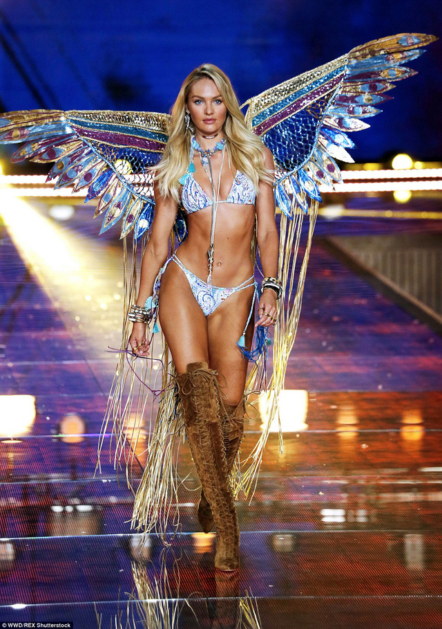 Mỹ nhân tóc vàng Candice Swanepoel trình diễn với đôi cánh rực rỡ.