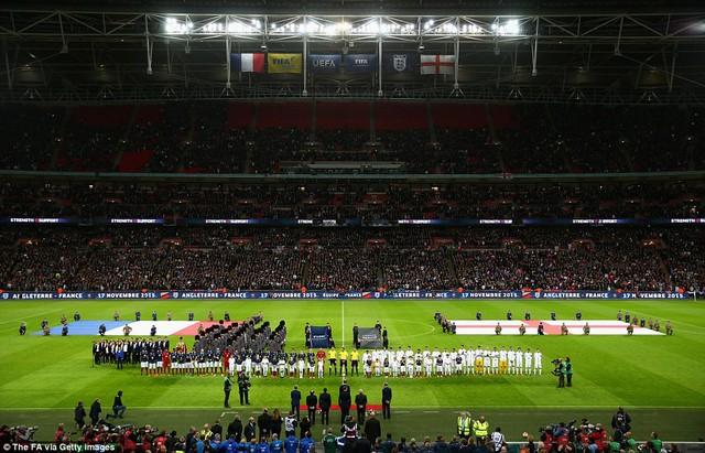 SVĐ Wembley trở nên trầm hùng chưa từng có trong lễ chào cờ Pháp