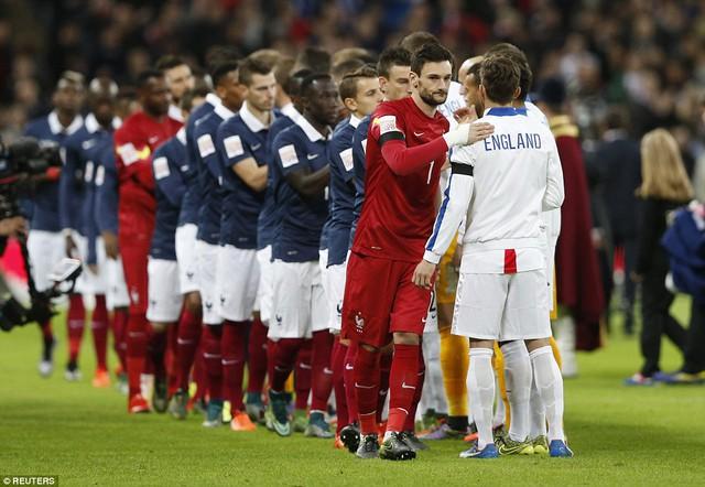 Đội trưởng Lloris gửi tặng người Anh những cái ôm thật chặt thay lời cảm ơn