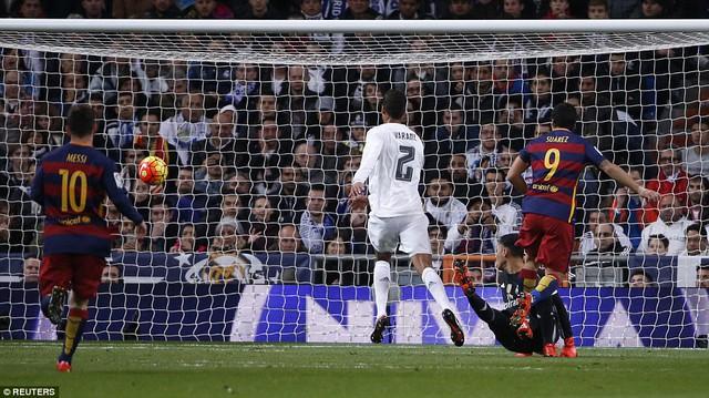 Phút 74, Suarez đánh dấu đêm đen tối của Real Madrid với bàn thắng thứ 4