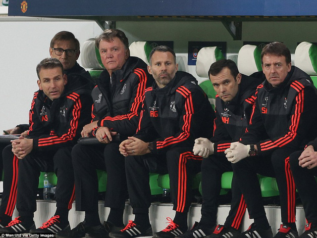 HLV Van Gaal đang đối diện với tương lai bất ổn
