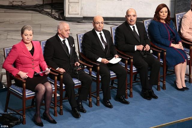 Bộ Tứ Đối thoại Quốc gia Tunisia nhận giải Nobel Hòa bình 2015.