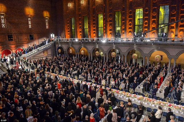 Buổi lễ trao giải Nobel được tổ chức long trọng, hoành tráng