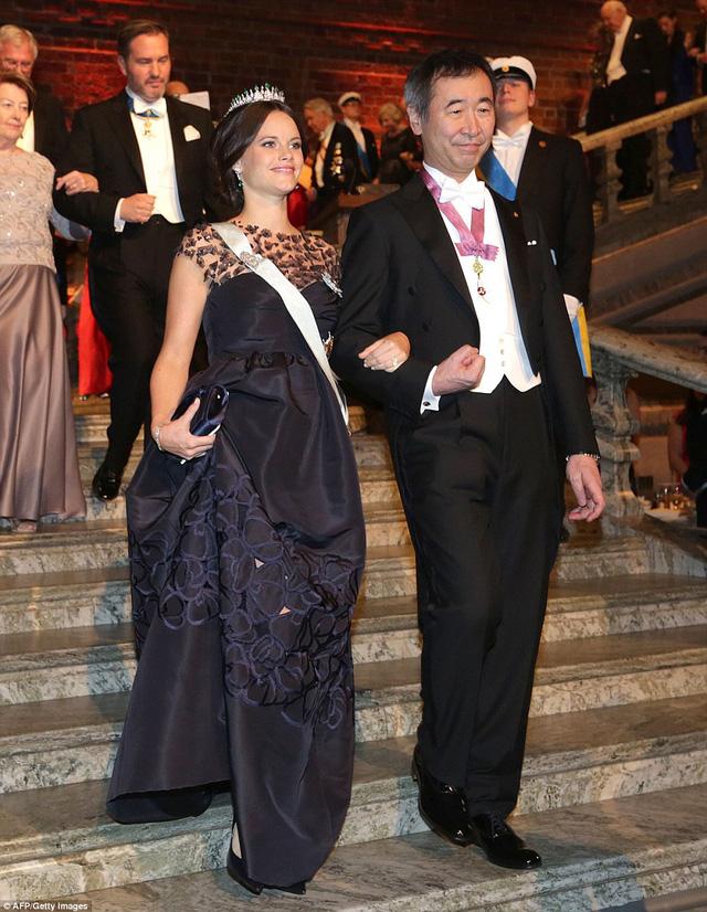 Công nương Sofia và ông Takaaki Kajita - người đoạt giải Nobel Vật lý năm 2015.