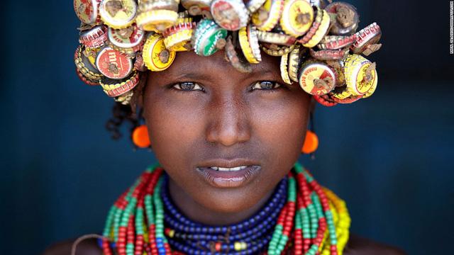 Chân dung cô gái Ethiopia cũng giúp nhiếp ảnh gia Rafal Ziejewski (Ba Lan) giành giải Tuyên dương đặc biệt.
