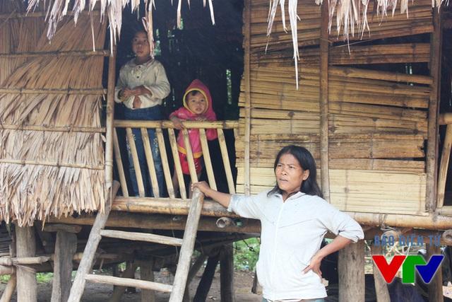 Một gia đình người Vân Kiều nghèo ở xã Trường Sơn, tỉnh Quảng Bình