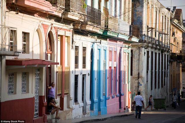 Havana, Cuba: Sau khi lệnh cấm vận được nới lỏng, Cuba bắt đầu đón một làn sóng du lịch mới. Trong năm 2016, nhiều hãng hàng không sẽ mở tuyến bay tới đây, các chuỗi khách sạn lớn cũng sẽ lập cơ sở tại quốc gia này.