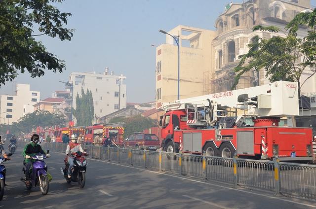 Xe cứu hỏa được điều đến hiện trường.