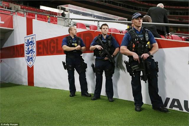 Lực lượng an ninh được tăng cường nhằm bảo vệ tối đa cho trận đấu