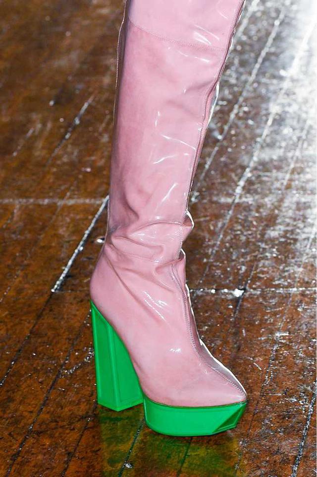 Thiết kế boots mới rực rỡ của Jean-Pierre Braganza.