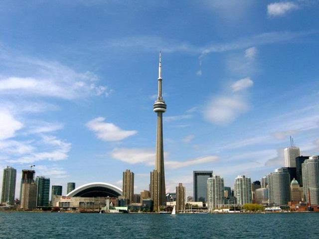 Tháp CN, Toronto, Canada cao 553,3m, khánh thành năm 1976 - Ảnh: travelthee.com.