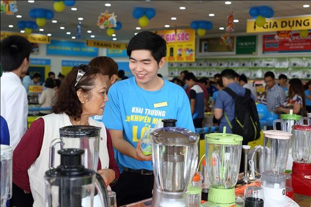 Nụ cười luôn thường trực và cung cách phục vụ thân thiện của nhân viên sẽ giúp giữ chân khách hàng.