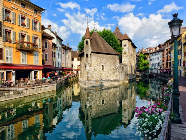 Nước Pháp xinh đẹp ở vị trí á quân.