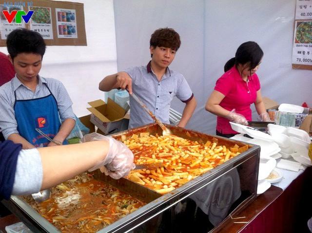 Bánh gạo cay Tokbokki được đông đảo bạn trẻ lựa chọn.