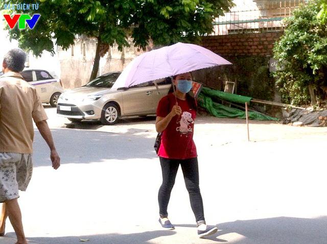 Ô che là vật không thể thiếu khi đi bộ dưới thời tiết nắng gắt và khó chịu.