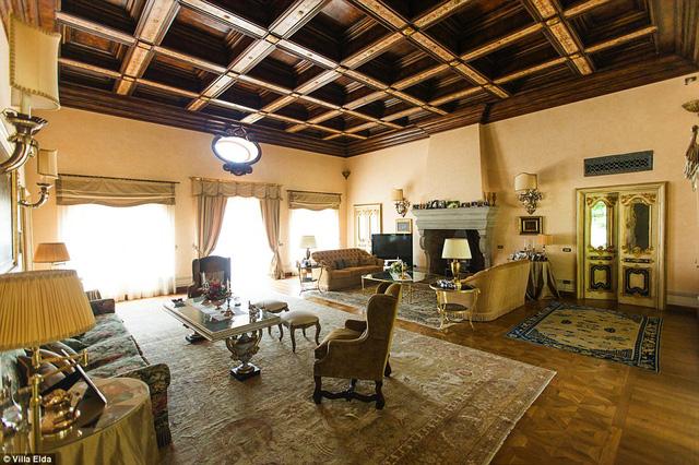 Cách Rome 30 phút đi đường, căn biệt thự này là nơi khá lý tưởng để di chuyển đến các điểm du lịch của thành phố. Bên cạnh đó, khu biệt thự kín đáo đủ để chủ nhân có thể tận hưởng sự thư giãn, gần gữi với thiên nhiên.