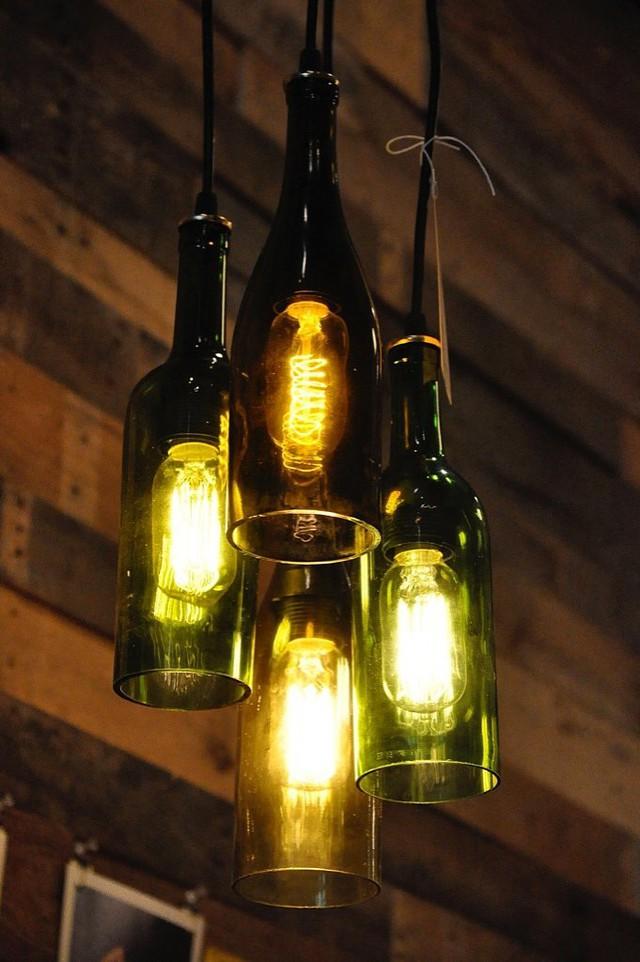 Vỏ chai còn có thể trở thành đèn treo.