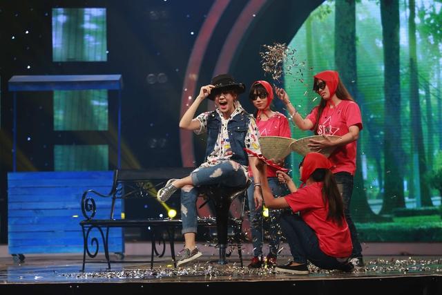 Hari Won thử tài làm ảo thuật với tiết mục Trùm lừa