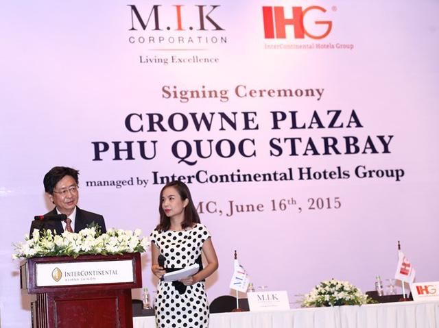 Ông John Lim - CEO của M.I.K Corporation, phát biểu tại lễ ký kết (Ảnh: Zing)