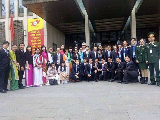 Các thành viên trong Đại hội Tài năng trẻ 2015 chụp ảnh lưu niệm.